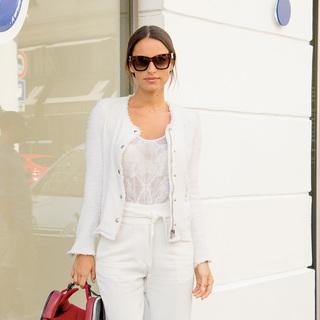 全身「白」をカジュアルスタイルに取り入れる【ファッションSNAP ミラノ・パリ編】