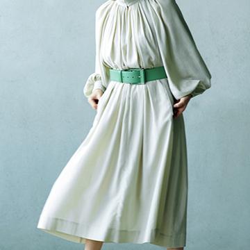 <夏グレージュ効果1>軽い夏服にシックなニュアンスを漂わせて