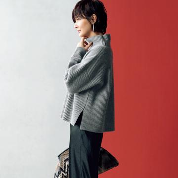 【大人女性のブラックコーデ】サテン・ブラックのスカートで女っぽさも華やぎもゲット