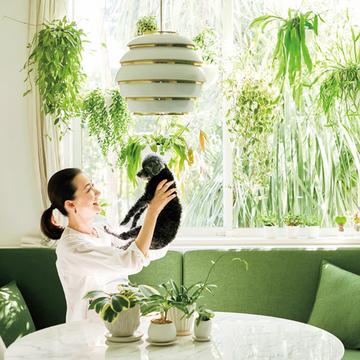 桐島かれんさんに聞く「鉢カバー選びのポイント」【グリーンを育てる幸せ、飾る楽しみ】