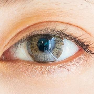 美容系ユーチューバーが推す「色素薄く見える」カラコンをもっと見る