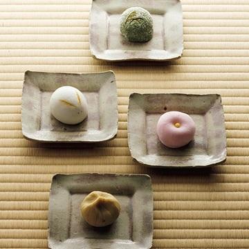 御菓子司 塩芳軒「季節の蒸菓子」で四季の移ろいを感じて【京菓子でお茶時間】
