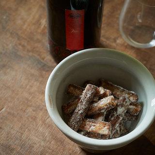 風味の強いごぼうは実は日本ワインとの相性抜群!唐揚げにして香ばしく【平野由希子のおつまみレシピ #36】