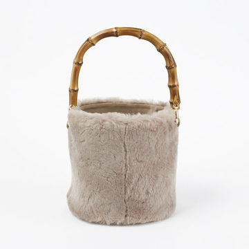 ファーやムートン、冬素材バッグで迎える新しい季節