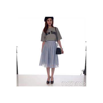 毎日コーデ★新木優子はロゴTをスカートで甘辛MIX!