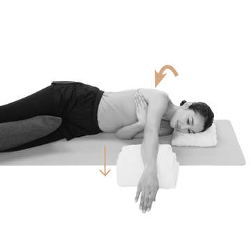 【巻き肩をリセットするストレッチ1】「鎖骨ゆるめと肩伸ばし」で固まった筋肉をゆらゆらほぐす!