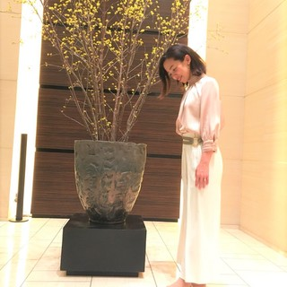 【ZARA】高みえ♡光沢ベージュブラウスで、コンラッド東京「セリーズ」ディナー