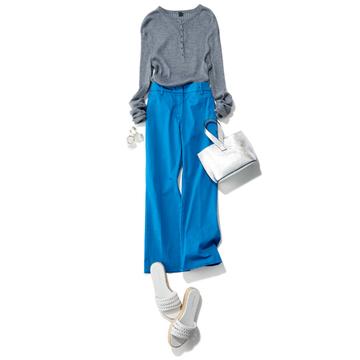 シルバーバッグできれい色パンツをなじませて女性らしく【スタイリスト大草直子の「おしゃれ塾」】