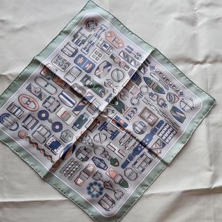 ちょい巻きスカーフは、気軽に使えるポケットチーフサイズがベストでした。_1_1-2