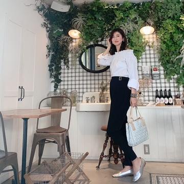 オフショルダーシャツで赤坂のcafeへ