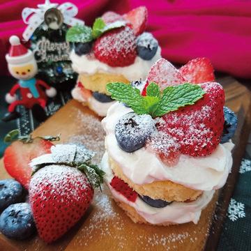 カステラがクリスマススーツに変身! デリスタグラマーの簡単レシピ♡