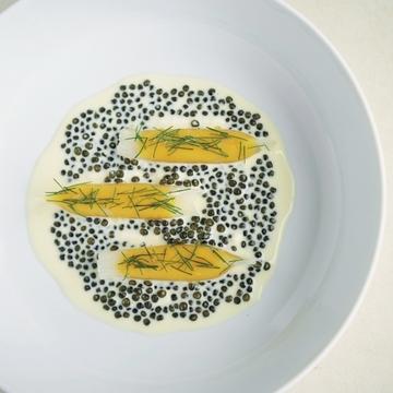 季節の食材で革新的な一皿を生み出すフレンチレストラン『est』