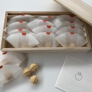 和三盆の上品な甘さと可愛らしい形が、世代を超えて喜ばれること間違いなし!鈴懸の「りん」