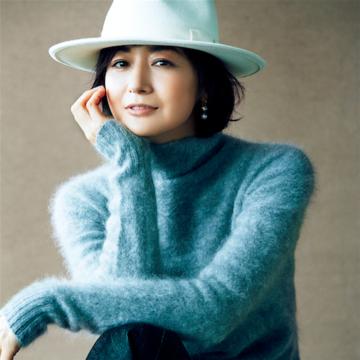 富岡佳子が着こなす「品格グレー」 五選