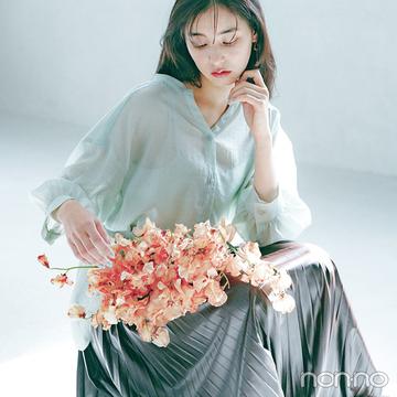 新木優子はほんのり透ける爽やかグリーンシャツで初夏を呼び込む!【大学生の毎日コーデ】