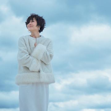 富岡佳子が着る真冬の「エレガントホワイト」 五選
