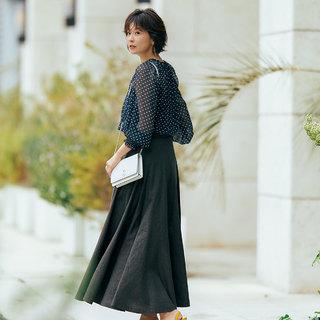 着るだけでモードな気分!「腰高フレア」ロングスカートはウエストインですっきりと