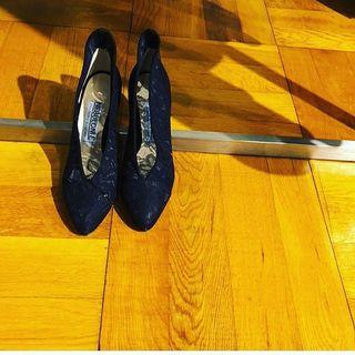 マルティニークの展示会でネブローニのレース靴に見惚れてしまいました♡