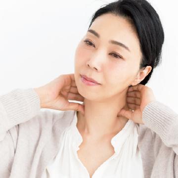 """<水井真理子の""""手ヂカラ""""美容テク①>気になる首のしわ…対処法は?"""