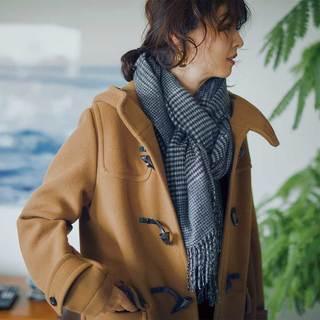 オーセンティックなコートには、紳士をまねたミラノ巻きを【ストールの巻き方】