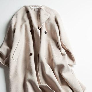 エディター三尋木奈保さんがこの冬ヘビロテの淡い色アイテム