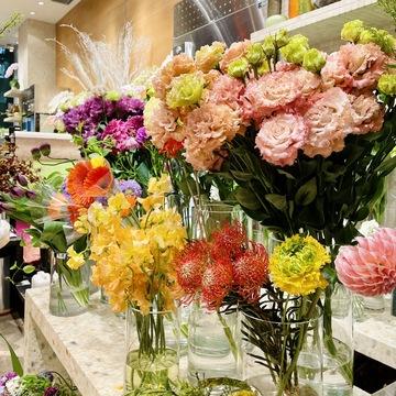 花のお花数種類 ピンク、黄色、オレンジ