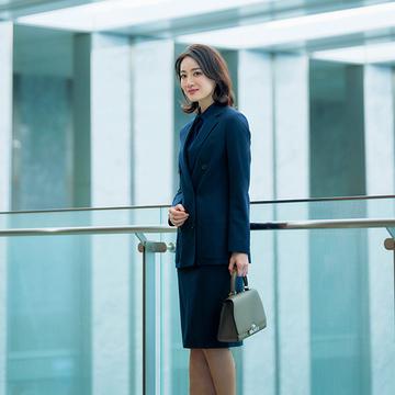 【母らしく装う日のネイビー服まとめ】優しげな雰囲気漂う特別な一着を!