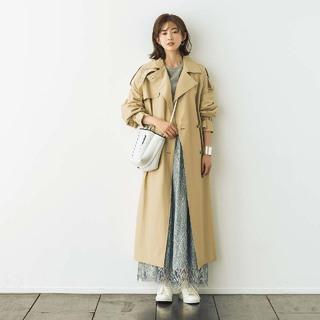 きれいめ系「トレンチコート×白スニーカーセット」を3パターン着回し活用!