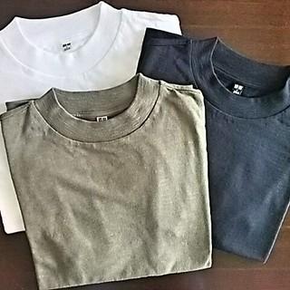 ユニクロのTシャツ。私はスラブハイネック派。