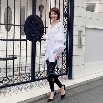 デコラティブな白シャツで華組ランチ