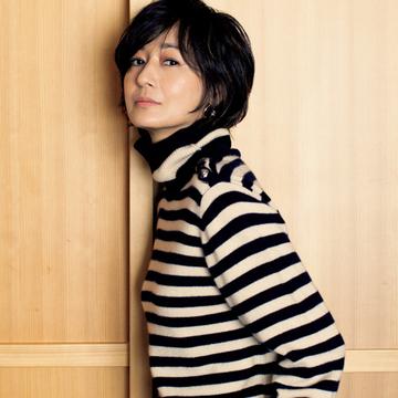【富岡佳子の最新カシミヤニットコーデ】クロエのリュクスなボーダーニットは永遠のスタンダード
