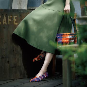 「マルニ」のチェック柄シューズで、深まる季節のおしゃれを前進【格上げフラット靴】
