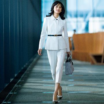 """【着映える春スーツ】「ディオール」の""""白""""は女性らしいシルエットで華やかに"""
