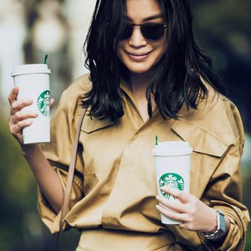コーヒー休憩はビックシャツのワントーンでこなれムードに【パートナーと過ごす週末カジュアルagain】
