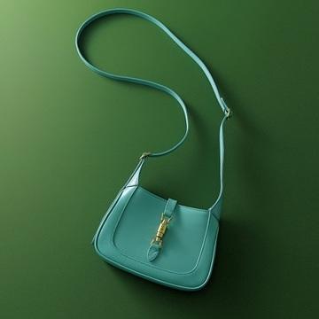【冬の着こなしが華やぐアイテム2選】エクラスタッフいち推しのバッグ&ロングネックレス