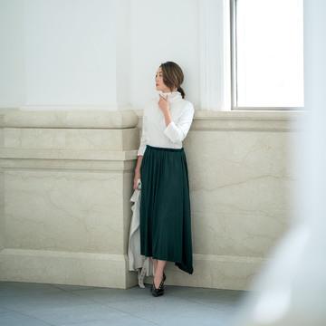 """""""どの角度から見てもきれい""""なロングスカートはグリーンを選ぶのが正解"""