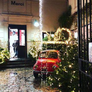 クリスマスが近づき、パリはノエルムード一色!目まぐるしく変わる街並みにワクワク♪