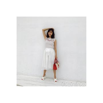 鈴木友菜はスポサンで白スカートをカジュアルに【毎日コーデ】