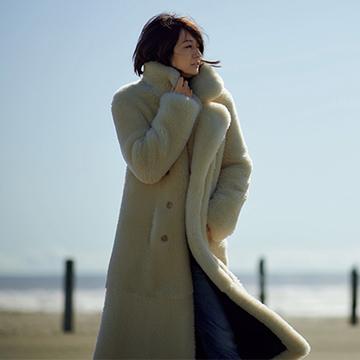 リッチで幸福感のある「白のコート」で冬のおしゃれを満喫!【富岡佳子inウインターホワイト】