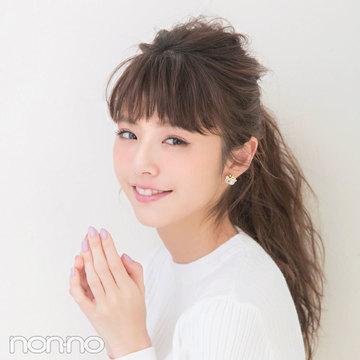 服に合うヘアアレンジ♡「クルーネック」なら女っぽ足しがカギ!