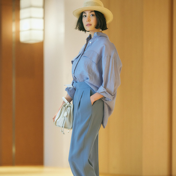 50代女性に似合う、甘くない春のきれい色パンツ3選【春、注目したい「優美なパンツ」】