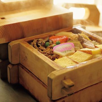 名物の蒸し寿司、田舎寿司も必食!『はりまや橋 寿し柳』【有元葉子、美味しいものは高知にあり】