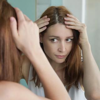 アラフォー女性の約8割にある「白髪」。どんなケアや対策をしているの?【髪悩み】