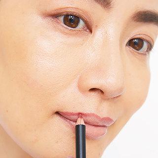 夏の唇メイクは「輪郭&色補整しつつボリューミーに」