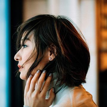 【富岡佳子 ファッションは私の生き方です。】耳もとにピアスがあるだけで気分が上がる