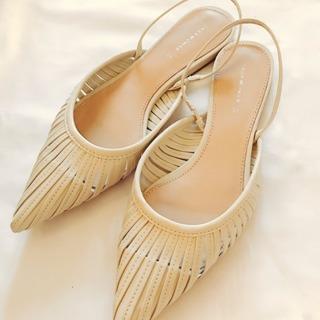 靴→パンプスやサンダルなど女性らしく大人っぽいデザインのものが◎早速ZARAにて。