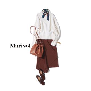 定番白ニットにはミニスカーフとアシンメトリーな秋スカートで変化を【2018/9/18コーデ】