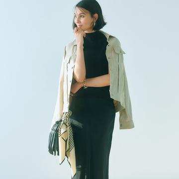 ツヤマットな黒スカートで今どき感のある色気を引き出して【アラフィーの新定番は黒スカート】