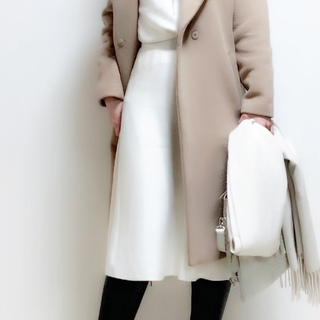 会社の新年会は白コーデで女性らしさと品をさりげなく