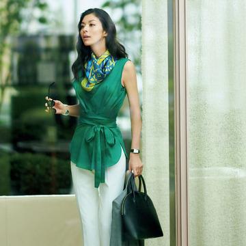 話しかけやすいオーラと信頼感を引き出す「好感グリーン」のお仕事服  五選